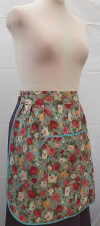 LARGE POCKET HALF APRON    . WMNS - Womans ( to fit waist up to 29.5 ins / 75 cm )